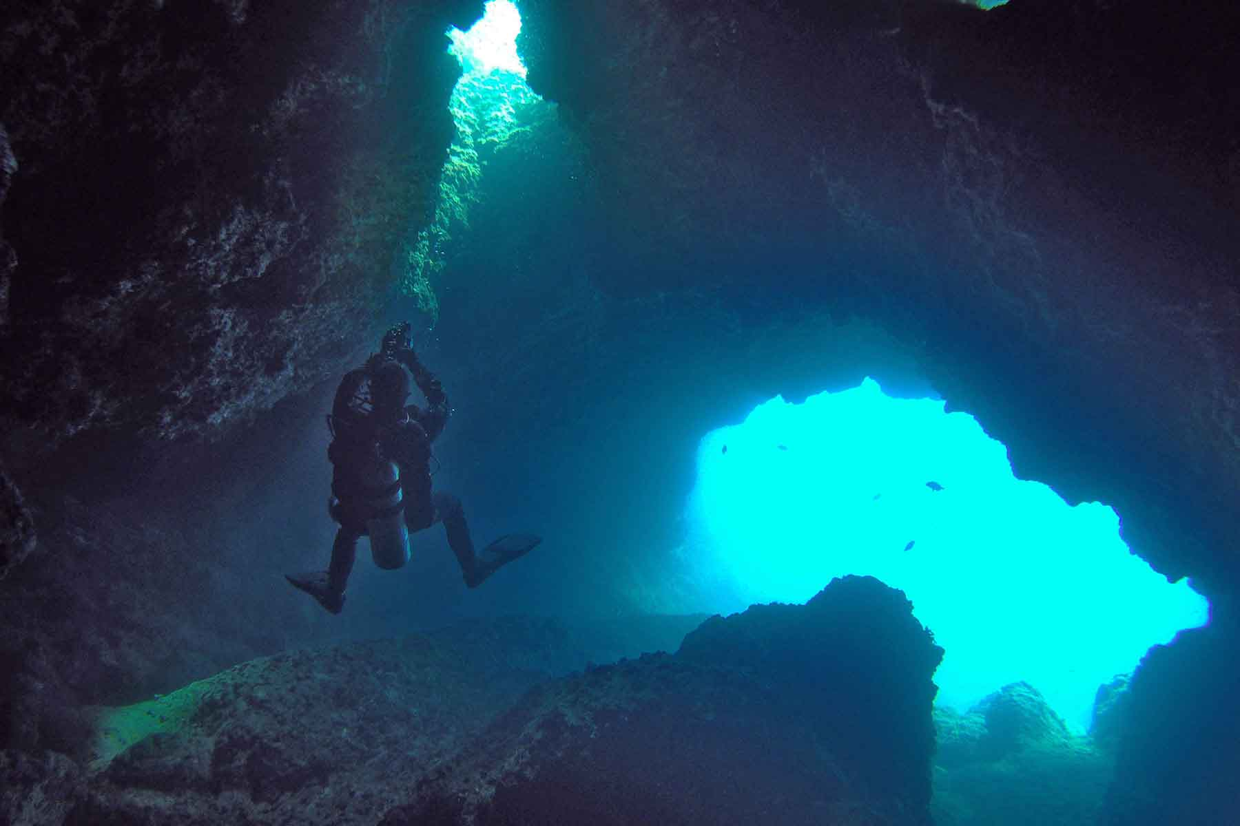 montenegrocave-diving