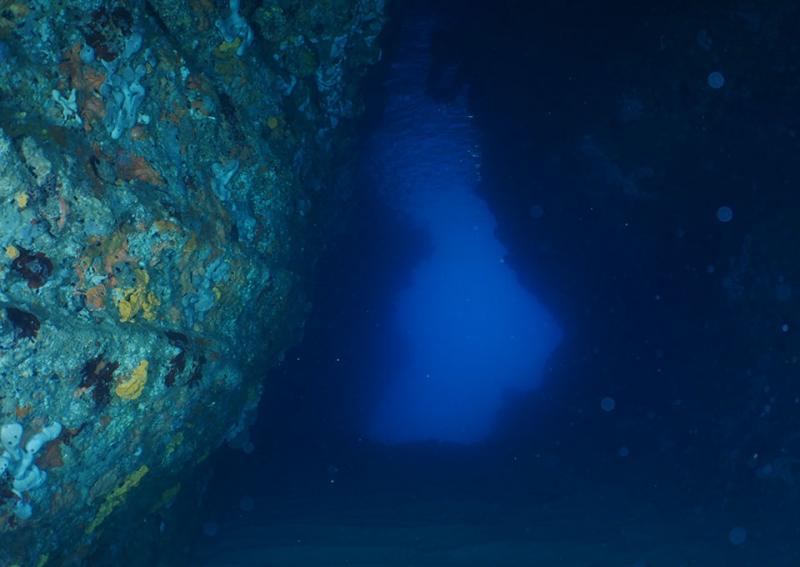 montenegro dive site tunnels